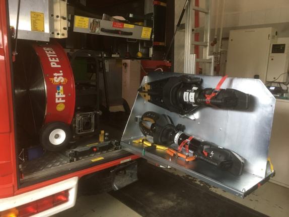 Einbau der neuen Akku-Rettungsgeräte